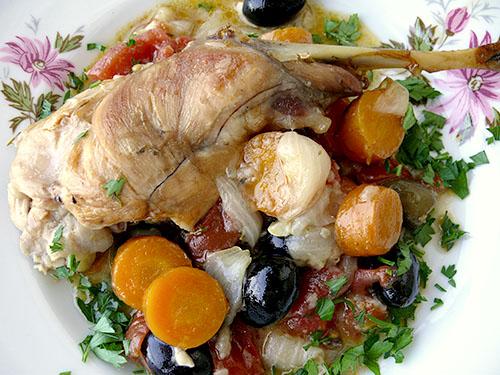 Заек с маслини и подправки от Прованс