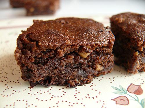 Брауни с бисквити и карамалезирани фъстъци