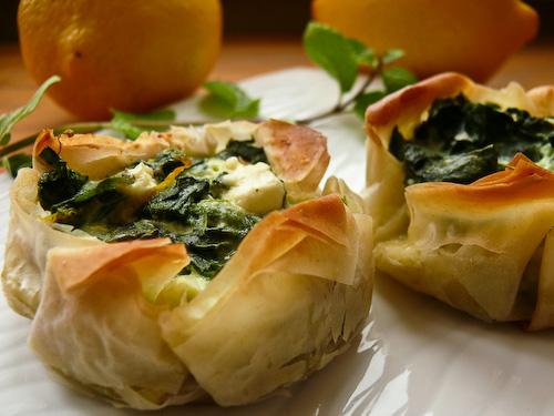 Хрупкави тарти с Дунавия, спанак и мента