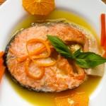 Сьомга с портокалов сос