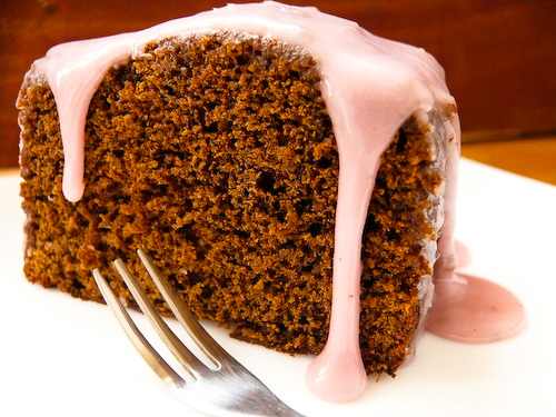 Кейк с меласа и лавандулова глазура