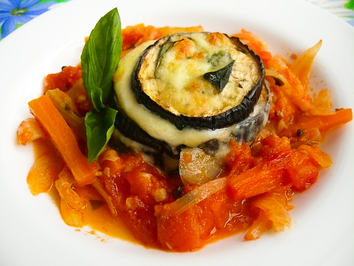Патладжани с моцарела и зеленчуков сос