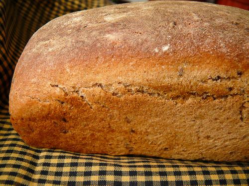 Пълнозърнест ръжен хляб със закваска
