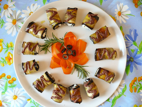 Ролца от патладжани с рикота и маслинена паста