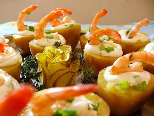 Картофени кошнички с млечен сос и мариновани скариди