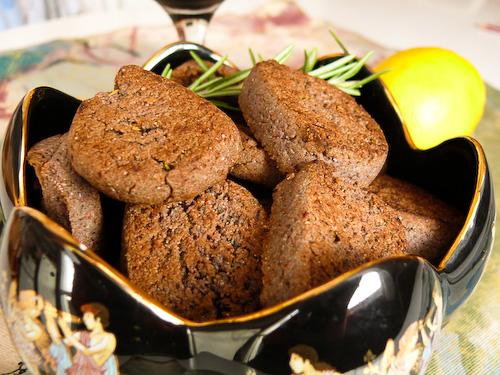 Пикантни ръжени бисквити с червено вино и розмарин