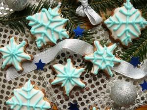 Коледни снежинки с цветна глазура