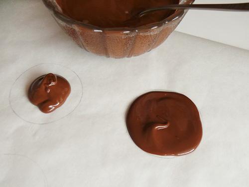 Шоколадови бонбони с ядки и плодове