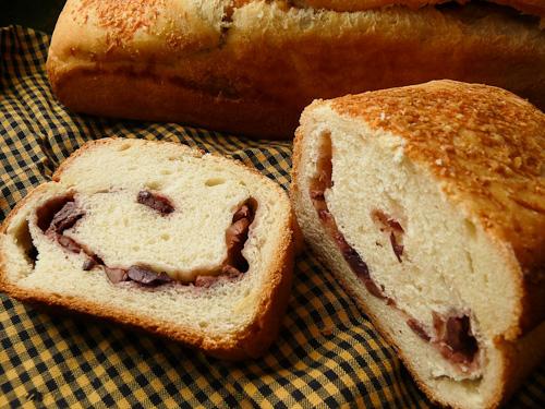 Хляб с маслини и пармезан