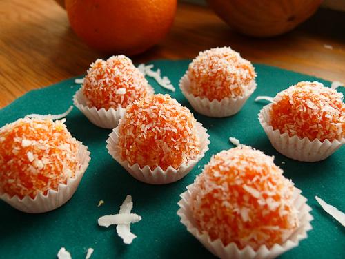 Бонбони от моркови и кокос