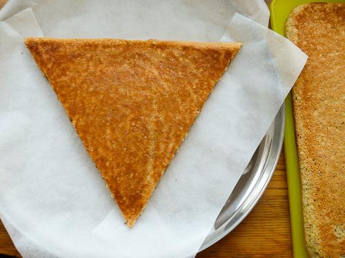 Изрязаният равнобедрен триъгълник