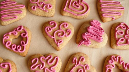 Сладки сърчица с розов ганаш