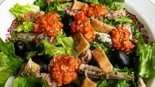Испанска рибна салата с ромеско сос