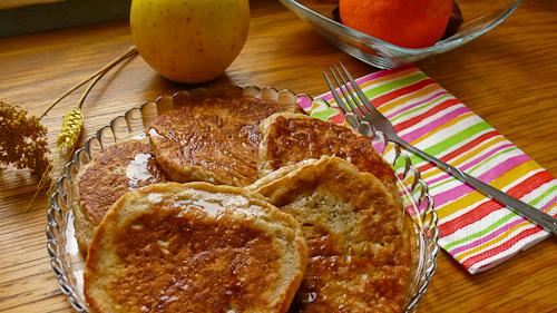 Палачинки с ябълки, банани и кленов сироп