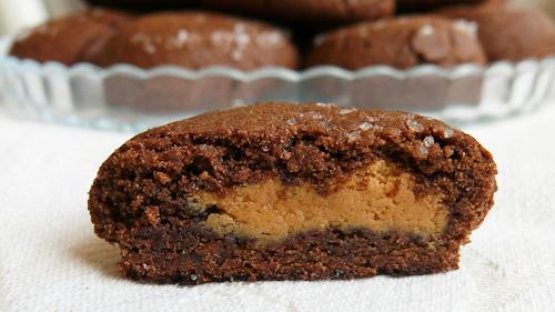 Шоколадови сладки с фъстъчено масло