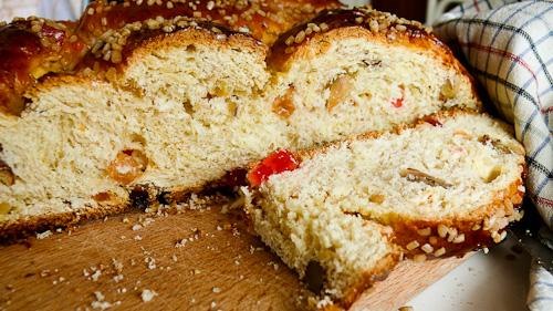 Сладък хляб със сушени плодове и ядки