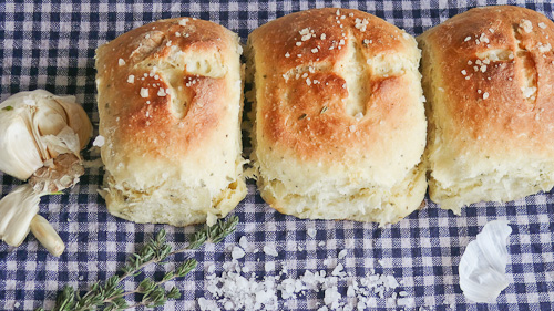 Чеснови хлебчета с билки