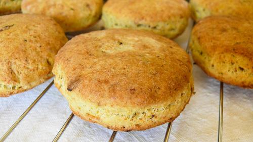 Хлебчета с песто и пармезан
