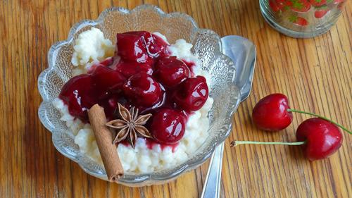 Сладко ризото с ароматен компот от вишни