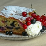 Кейк с маскарпоне, боровинки и касис