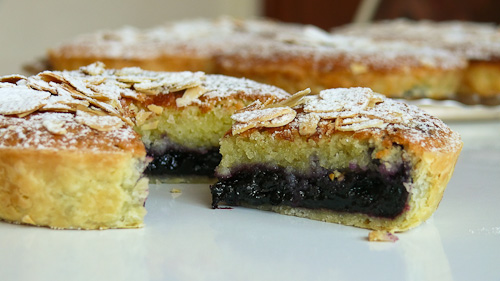 Бадемови тарталети с домашно сладко от боровинки