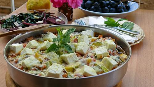 Запечени тиквички в доматен сос и сирене фета