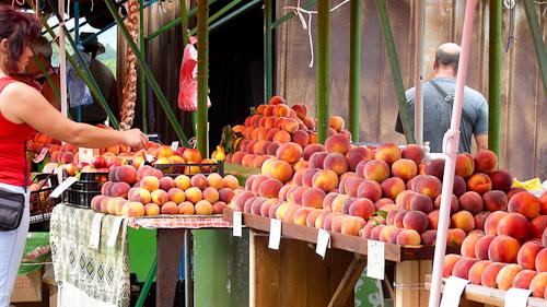Пазар за плодове между Карнобат и Сливен