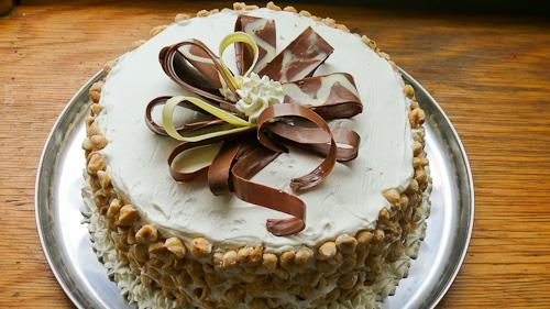Шоколадова торта с круши и лавандула