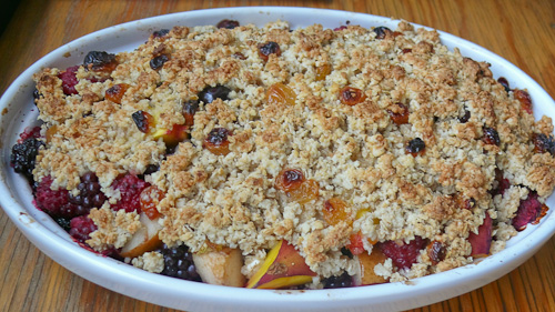 Сезонни плодове с марсала и хрупкав топинг