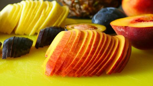Нарязани на тънко плодове