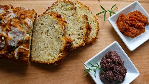 Хляб с ябълки, розмарин и сирене азиаго