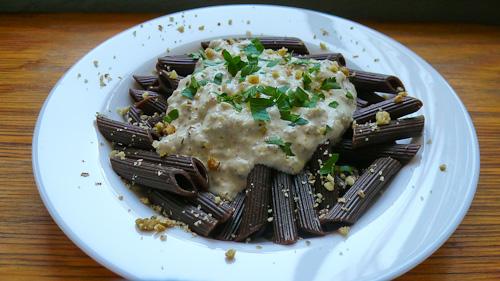 Какаова паста със сос от маскарпоне и орехи