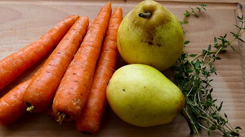 Моркви, круши и прясна мащерка