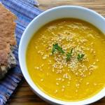 Крем супа с моркови, круши и сусам
