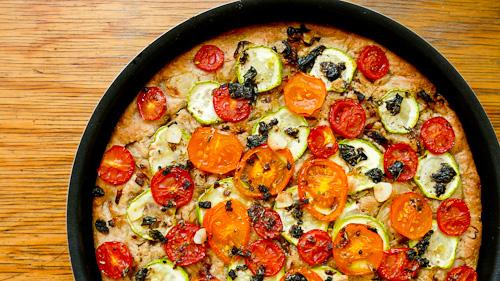 Пълнозърнеста фокача с ароматен зехтин и зеленчуци