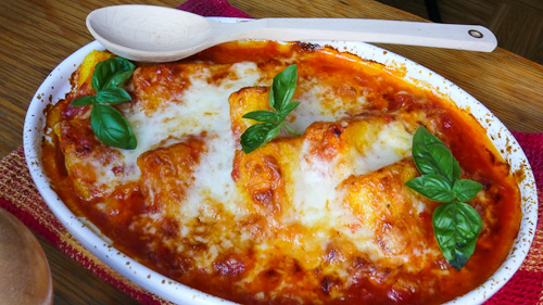 Запечена полента с доматен сос и сирене азиаго