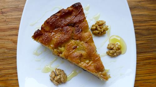 Анасонов сладкиш с полента, ябълки и сушени плодове