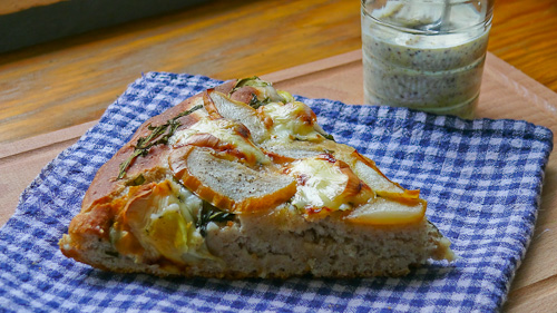 Хляб с рукола, круши, скаморца и горчичен сос