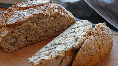Пълнозърнест хляб с овесени ядки и ленено семе