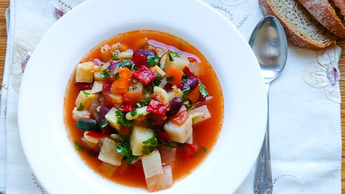 Супа от кореноплоди с червен боб и паста
