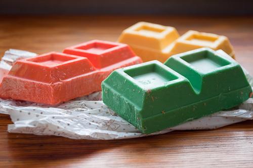 Цветни шоколадови блокове