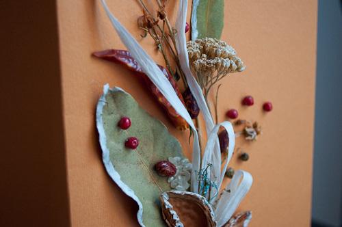 Хартиена торба с декорация от натурални продукти
