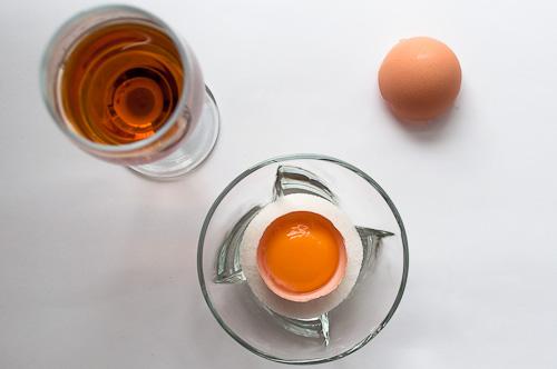 Яйчен жълтък, захар, бренди