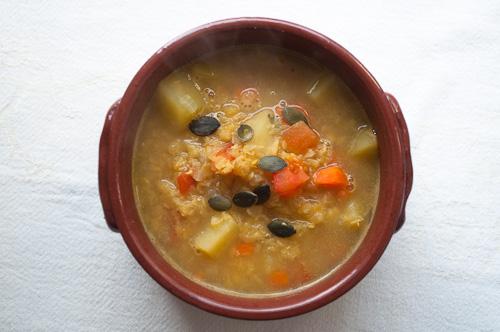 Къри супа с червена леща и картофи