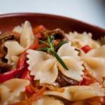 Паста със зеленчуков сос и манатарки
