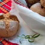 Хлебчета с брашно от лимец, сушени домати, чесън и розмарин
