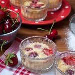 Йогурт клафути с ягоди и череши