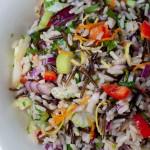 Салата от див и кафяв ориз със сурови зеленчуци