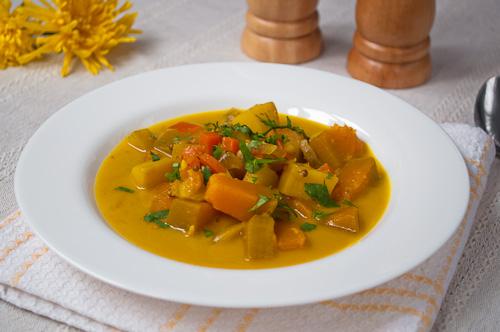 Къри супа с тиква и картофи