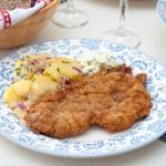 Виенски шницел с два вида салата